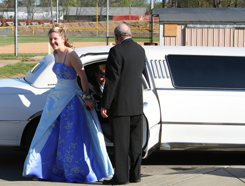 How To Choose A Prom Night Limo