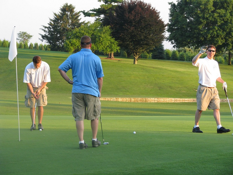 Organize A Golf Limousine Tour For Competitive Fun With Friends
